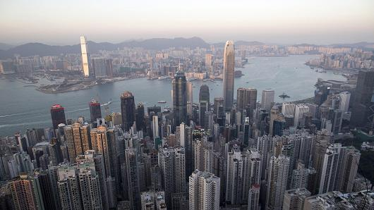 Chinese bankers flock to Hong Kong as expats retreat